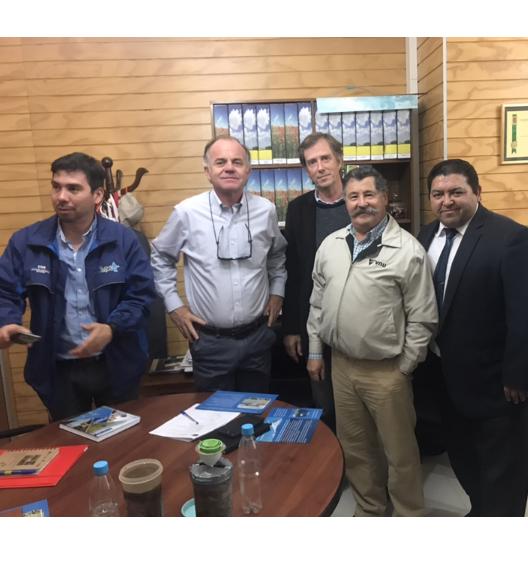 Presentación del Dispositivo mecánico para la recarga de acuíferos subterráneos, al ministro de agricultura señor Antonio Walker Prieto